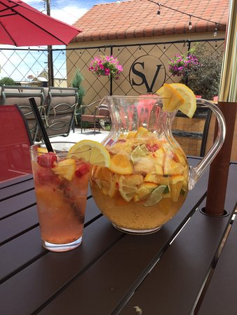 Ontario, Oregón: Games on the lawn and yummy sangria!
