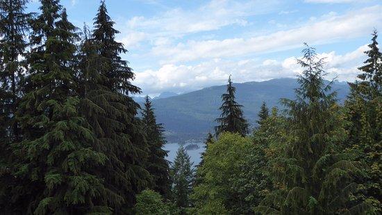 Simon Fraser University: mountains on the grounds