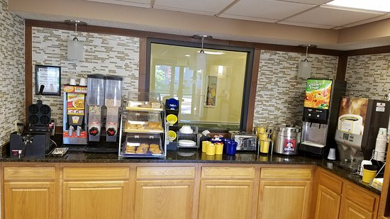 Hillsdale, MI: Breakfast Area