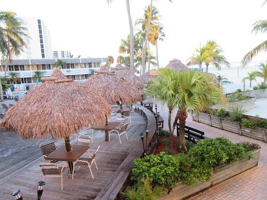Outrigger Beach Resort: Blick auf den Hof