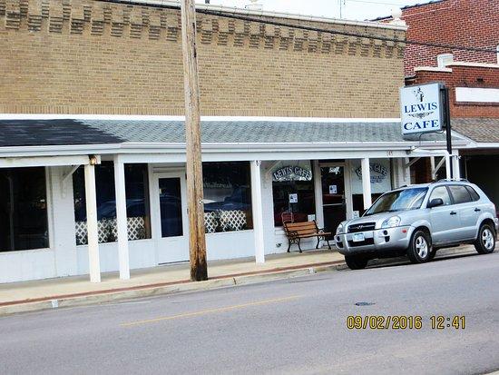 Saint Clair, MO: 145 S Main Street, St. Clair, MO