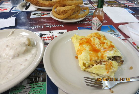 Saint Clair, MO: 3 Egg Omelet w/ Biscuit & Gravy side