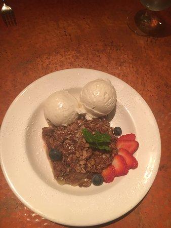 Desert Bistro: Rhubarb apple crumble