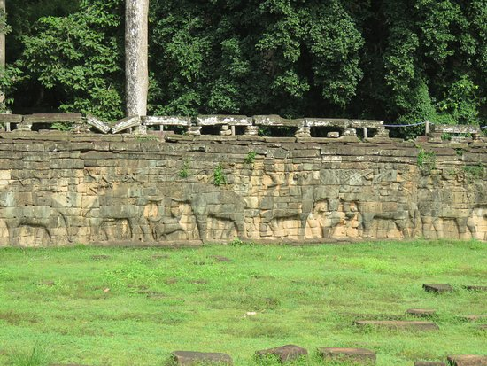 Angkor angkor thom terrace of the elephants photo de for Terrace of the elephants