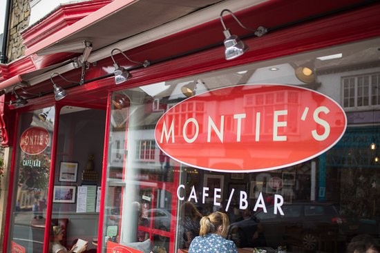 Monties Cafe & Guesthouse: Modern, clean and appealing front of Cafe.