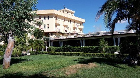 Hotel Residence Sciaron : Cibi giornalieri  vista  hotel e spiaggia riservata