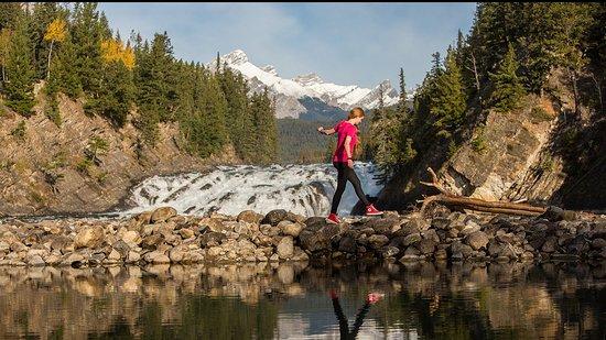 Banff, Canada: Sightseeing at Bow Falls