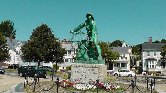 Fishermen's Memorial Monument: Statue at the memorial