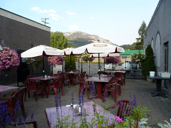 The Turning Point Restaurant: Patio