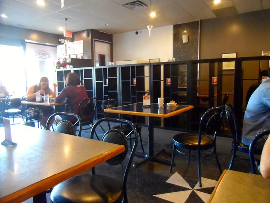 Lan's Asian Grill: Interior- fresh and inviting decor