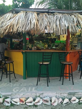 Deadman's Cay, Long Island: Bar