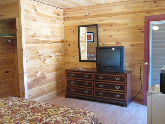 Olympian Village Resort: Standard Motel Room