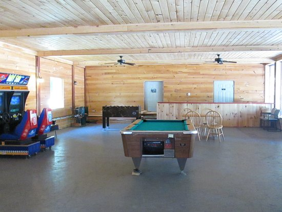 Olympian Village Resort: pool table