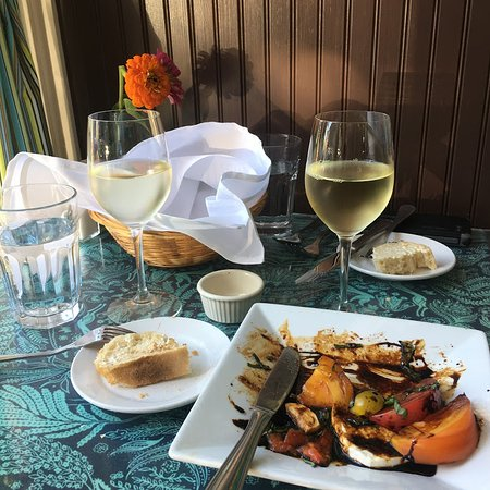 Sweet Laurette Cafe and Bistro: Caprese' with bread and wine to start.