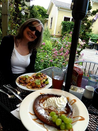 Sweet Laurette Cafe and Bistro: Brunch time outside. I had fish tacos; he had a german pancake. Excellent.