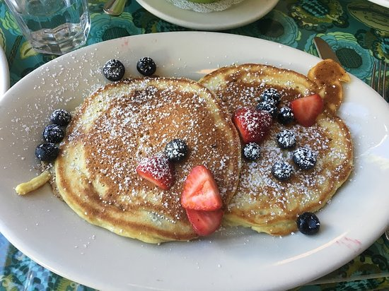 Sweet Laurette Cafe and Bistro: Blueberry pancakes another breakfast morning.