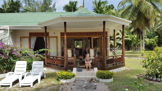 Les Villas d'Or: Sitting on the veranda of our bungalow