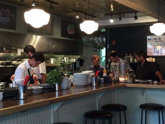 Winooski, Вермонт: open kitchen