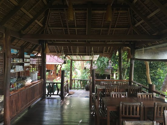Railay Garden View Resort: Really Nice Hotel and beautiful view out of the restaurant! Recommendation with this price!