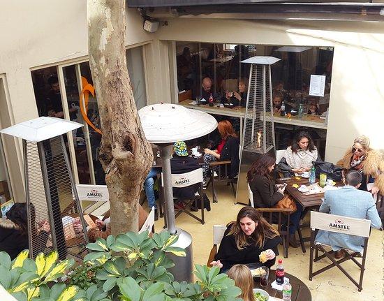 Mark's Deli & Coffee House: Patio