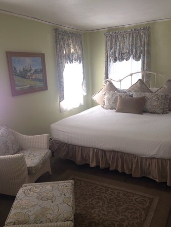Inns of Newport: Mrs olerick room
