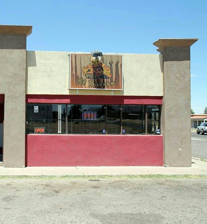 Douglas, AZ: Best place for carne asada and charbroilled burgers in town!