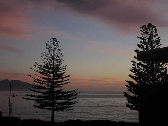Kaikoura Apartments : Sunrise view from Apartment 10