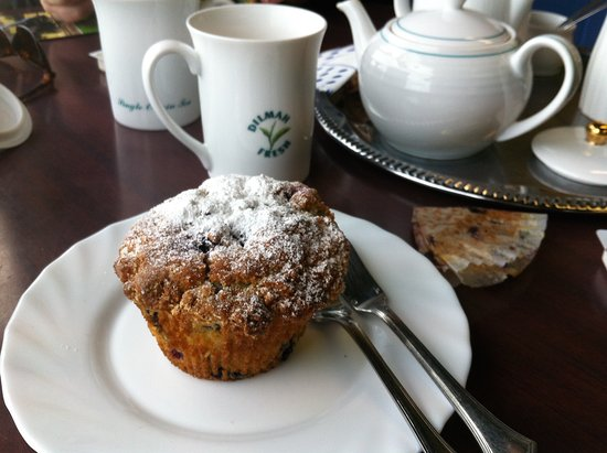 Mamaku, New Zealand: Blueberry muffin and tea