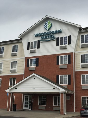 WoodSpring Suites Denver Aurora: Front Entrance