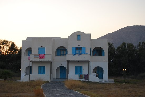 Atlantis Beach Villa: This is the building we stayed in totally segregated from the main building and pool area.