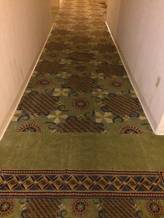 Wyndham Cleveland at Playhouse Square: Old, dirty carpet
