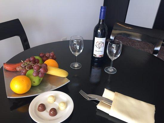 Cinnamon Lakeside Colombo: complimentary fruit platter, chocolate and wine