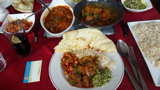 Woodford Tandoori Cottage: Sunday Banquest - Main Course