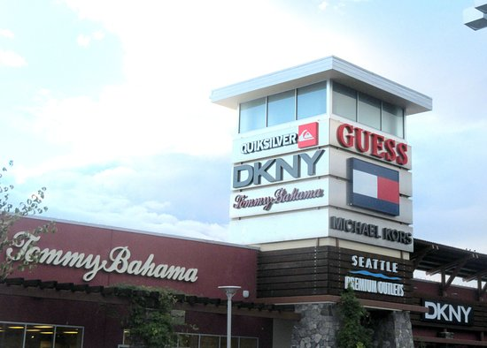 ‪Tommy Bahama Outlet Store‬