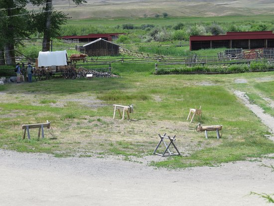 Deer Lodge, MT: Lots of fun things to do out back!
