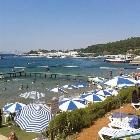 Princes' Islands, Turkey: Mütevazi bir plaj...