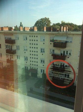 Ibis Gyor: Vista para bloque feio da era stalinista