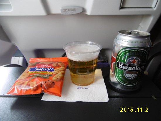 Thai Airways: 先ずはおつまみにビール(TG643)