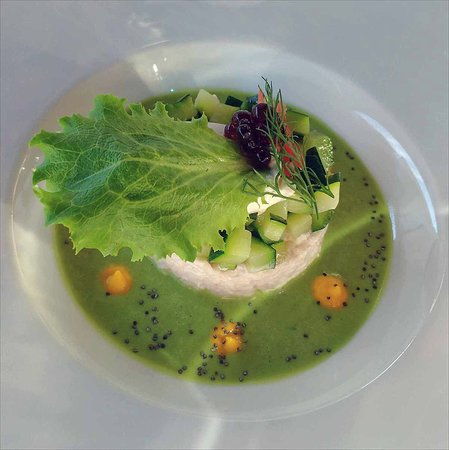 Saint-Seurin-de-Prats, France: Crab kind-of paté in a green pea coulis [NOT in pea soup!]