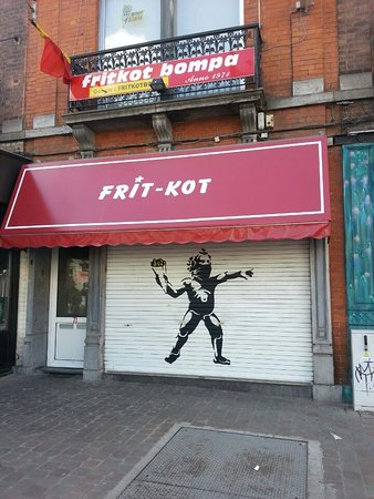 Photo of Restaurant Fritkot Bompa at Avenue De La Couronne 71, Ixelles 1050, Belgium