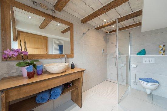 La Maison d'Emilie : salle de bain cardamone
