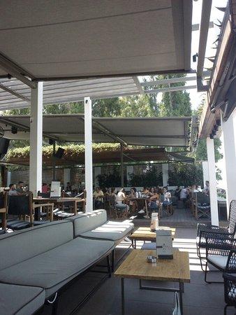 Rio, Grekland: distinto bar restaurant