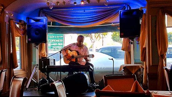 Darya Restaurant: Live entertainment