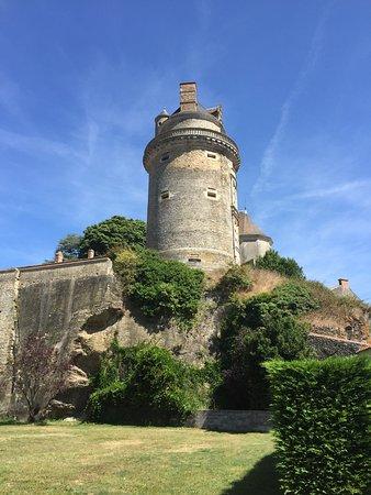 Saint-Etienne-du-Bois, France : Chateau d'Apremont