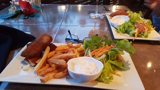 Moana Restaurant & Bar: too much lettuce & chips. The fish looked like watties fish fingers