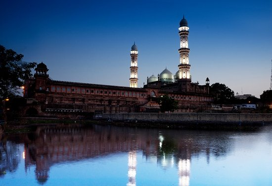 Bhopal, India: Taj-ul-Masajid night view