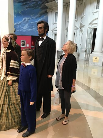 Museu e Biblioteca Presidencial Abraham Lincoln: Mrs M compares herself to Abe.