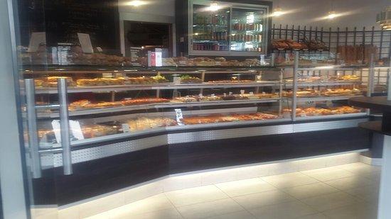 au levain des Pyrénées  Super boulangerie pâtisserie juste magnifique es  les sandwich juste très appétissant