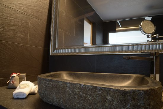 salle de bain de luxe - Picture of Hotel Chalet Royal ...