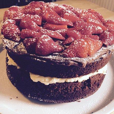 Y Felinheli, UK: Cake!